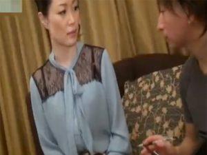 【ナンパ熟女動画】50代のセレブ妻をアンケート騙してナンパしラブホテルでハメ撮りセックス!