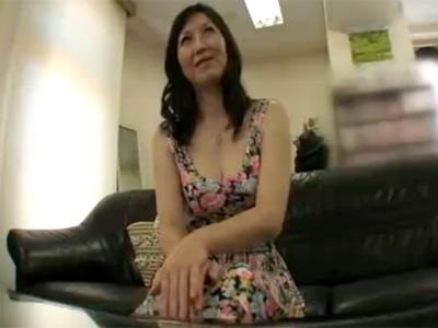 【四十路熟女動画】46歳の素人美熟女が自らAVに応募…カメラの前でオナニーし久々の濃厚セックス!