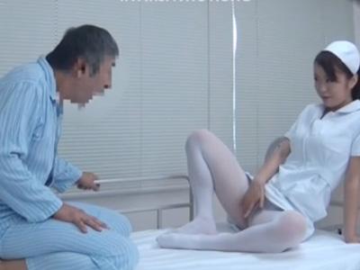【新山かえで熟女動画】欲求不満な患者に性処理をお願いされセックス…中出しされたHカップ爆乳美人ナース!