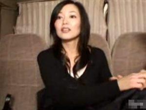 【ナンパ熟女動画】仕事帰りの40代素人のセレブ奥様を捕獲…車内でおまんこを悪戯しラブホでハメ撮りセックス!