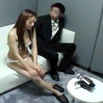 【盗撮熟女動画】初めてAV面接に訪れた30代素人の美人妻を隠し撮り…面接官とハメ撮りセックス!