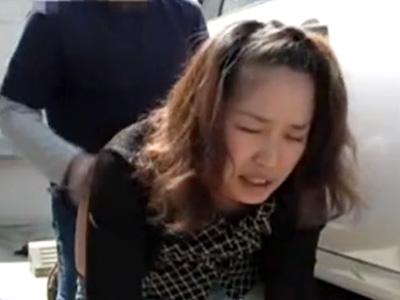 【不倫熟女動画】40代素人の欲求不満な美人妻が車内で浮気相手のチンポをフェラチオし野外で生ハメセックス!