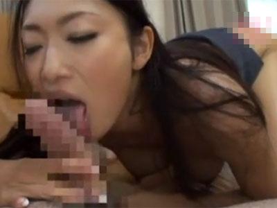 【小早川怜子熟女動画】30代のスレンダーなIカップ爆乳美人妻が不倫相手のチンポを濃厚おしゃぶり!