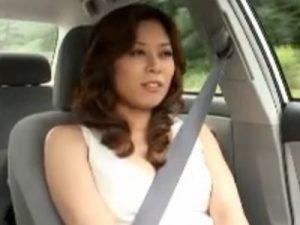 【オナニー熟女動画】40代の変態美人妻が車内やボートの上でおまんこを刺激し絶頂しまくる!