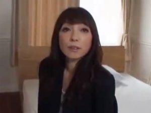 【五十路熟女動画】旦那以外のチンポを求めて50代素人の美人奥様がAV出演…久しぶりの他人棒で中出しセックス!