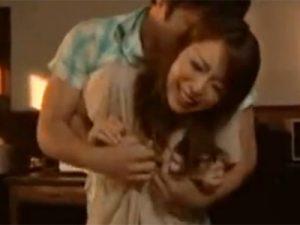 【四十路熟女動画】色っぽい美熟女の友人の美乳母親に欲情して我慢出来ず手を出して本気セックス!