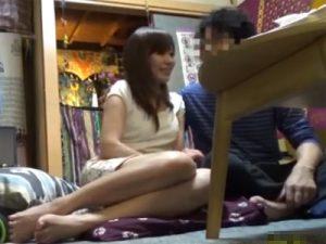 【盗撮熟女動画】自宅の部屋に隠しカメラを設置…四十路の清楚な美人妻を連れ込んで中出しセックス!