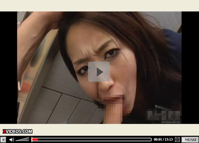 【無修正熟女動画】料理をしている黒パンスト履いた四十路妻にムラムラした旦那が我慢出来ずに台所でハメ倒す!