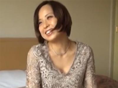 【ナンパ熟女動画】街中で捕獲した三十路素人の美人妻をラブホに連れ込み旦那以外のチンポで激しいセックス!