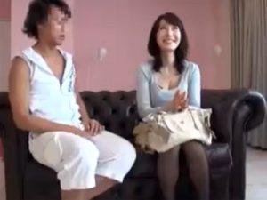 【ナンパ熟女動画】スタイル抜群の30代素人の巨乳美人妻を捕獲…スタジオに連れ込み濃厚セックスでぶっかけ顔射!