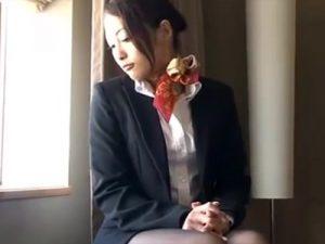 【無修正熟女動画】三十路美熟女の黒パンスト履いたスタイル良いCAが高層ホテルで濃厚中出しセックス!