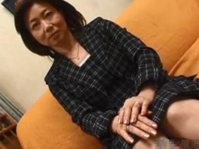 【五十路熟女動画】50代の欲求不満な垂れ乳美人マダムがAV出演…大絶叫をあげて本気セックス!