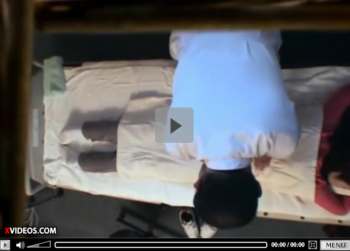 【盗撮無修正熟女動画】悪徳マッサージ師が隠しカメラを設置…40代素人の美人奥様を騙してハメ撮りセックス!