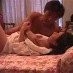 【盗撮熟女動画】ラブホテルに隠しカメラを仕掛けて熟年不倫カップルの激しいセックスを覗き見!