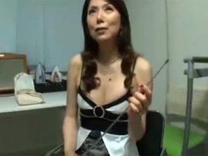 【青山愛熟女動画】有名な五十路美熟女催眠カウンセラーが童貞君たちのチンポをフェラ抜き!