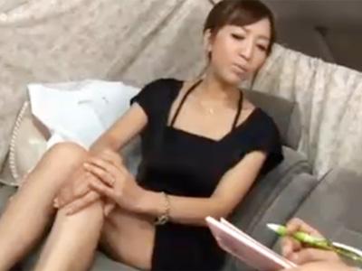 【ナンパ熟女動画】40代素人の美巨乳セレブ奥様をアンケートと騙して捕獲…SEX交渉しラブホで生ハメ無許可中出し!