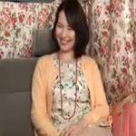 【ナンパ熟女動画】美魔女アンケートと騙して捕獲した40代素人のセレブ美人妻に謝礼を渡して中出し成功!