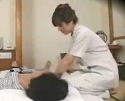【エロマッサージ 人妻 動画】貧乳の美人のマッサージH無料動画。温泉旅館で40代の貧乳美人おばさんエロマッサージ師を口説いて猥褻行為してる一部始終を隠し撮り!