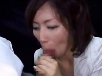 【翔田千里熟女動画】40代のDカップ美熟女がバス車内で痴女プレイして高校生たちのザーメンを搾り取る!