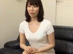 【三十路熟女動画】読者モデルに応募してきた素人巨乳奥様を言葉巧みに騙して中出しセックス!