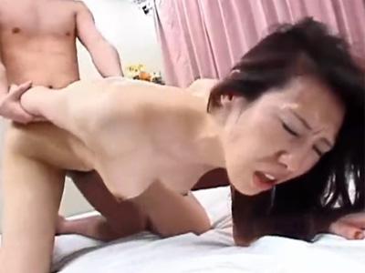 【無修正熟女動画】素人の50代熟年夫婦が寝室で撮影した夜の営みの激しいセックス映像が流出!