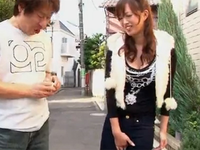 【無修正若妻熟女動画】20代のセクシー素人妻がとびっこを挿入しお散歩…発情して野外でフェラチオし舌上射精!