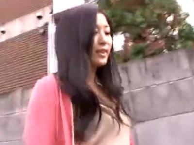 【三十路熟女動画】三十路の色っぽい美人妻が夫に内緒でAV出演…素人宅に訪問して濃厚セックス!