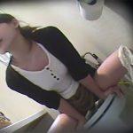 【オナニー盗撮熟女動画】トイレに隠しカメラを設置…ウォシュレットの水圧でおまんこを刺激する三十路の変態美人妻!