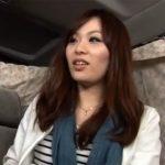 【ナンパ熟女動画】アンケートと騙して20代素人の美人奥様を捕獲…車内でオマンコを悪戯されラブホで中出しSEX!
