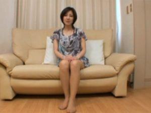 【無修正熟女動画】ショートヘアの40代素人の美人妻がAV出演…熟練テクでチンポをしゃぶってし中出しSEX!