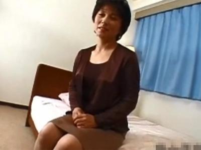 【五十路熟女動画】50代素人の性欲旺盛な美熟女おばさんがAV出演…若い男優とのセックスにヨガリ狂う!