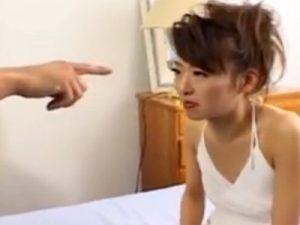 【無修正熟女動画】四十路のスリムな美人奥様を催眠術で発情させて本気セックスで顔射ぶっかけ!