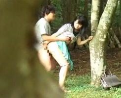 【夫婦のいとなみ】ひと気のない林の中で欲情した若い素人夫婦がSEXしてる所をバレない様に隠し撮り!