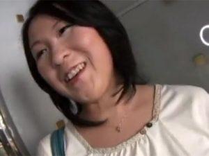 【ナンパ熟女動画】三十路素人のぽっちゃり美人奥様を捕獲…夫とはご無沙汰で他人棒で中出しSEX!