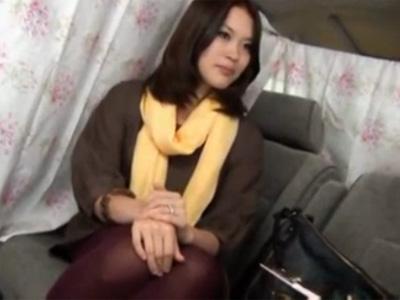 【ナンパ熟女動画】30代素人のおっとりしたセレブ奥様を捕獲…車内で悪戯しラブホで中出しセックス!