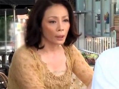 【ナンパ熟女動画】街角アンケートと騙して40代素人のセレブ美人妻を捕獲…ラブホで旦那以外の肉棒で濃厚セックス!
