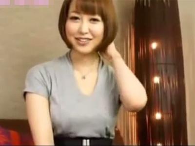 【若妻熟女動画】20代素人ショートカットのEカップ美人妻がAV出演…カメラの前で激しくSEXして口内射精!