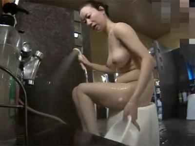 【盗撮熟女動画】スーパー銭湯の風呂場に隠しカメラを設置…四十路素人ポッコリお腹のEカップおばさんを隠し撮り!