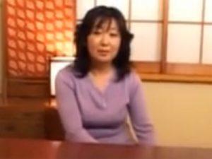 【五十路熟女動画】性欲旺盛なバツイチの素人ムッチリ巨乳奥様が刺激を求めてAVに応募して初撮りで中出しSEX!