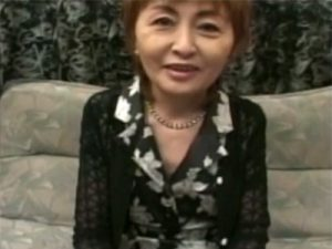 【高齢熟女動画】還暦を迎えた六十路美熟女がAV出演…目隠しされたまま3Pセックスで久々の快楽に絶頂!