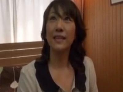 【五十路熟女動画】52歳の素人美人マダムが旦那とはマンネリで刺激を求めてAV出演…初撮りでハメ撮りSEX!
