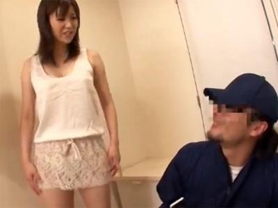 【レイプ熟女動画】旦那とのセックスを盗撮された三十路の巨乳美熟女がバラされる事を恐れ鬼畜男に無理矢理犯される!