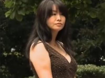 【不倫熟女動画】四十路の豊満な美熟女マダムが息子の同級生とラブホに行き濃厚セックス!