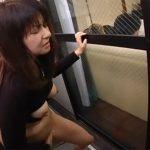 【オナニー熟女動画】五十路美熟女のムッチリ変態おばさんがベランダで家族にバレないように自慰行為!