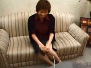 【五十路熟女動画】バツイチの50代素人の色気のある美熟女おばさんが3Pハメ撮りセックス!
