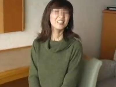【ナンパ熟女動画】40代素人の夫婦生活がマンネリ化した奥様を捕獲…ラブホで個人撮影した中出しハメ撮りSEX!