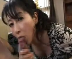 【熟女性誌 モデル50代 テクニック】五十路の熟女の口内発射H無料動画。五十路の高齢熟女がペニスをねっとりバキュームフェラチオし口内発射!