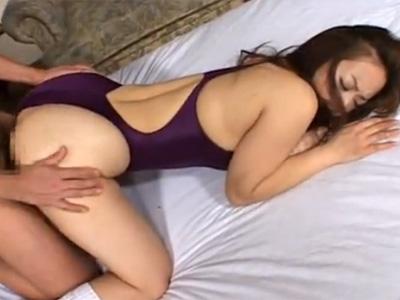 【望月加奈熟女動画】四十路の豊満なGカップ美熟女に競泳水着を着がて着衣セックスで激しく犯しまくる!