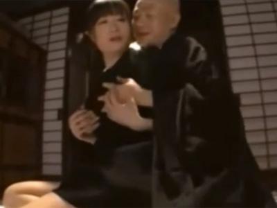 【四十路熟女動画】葬儀後に変態住職に寝取られる美熟女の喪服未亡人…禁断セックスで大量顔射!