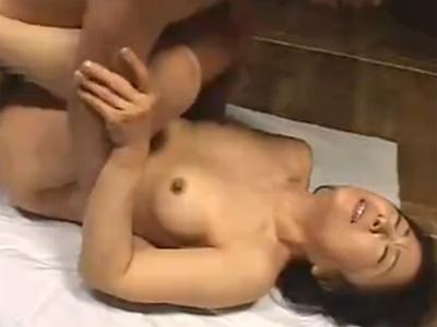 【松岡貴美子熟女動画】還暦の六十路美熟女の母親が旦那の居ない間に息子と近親相姦セックス!